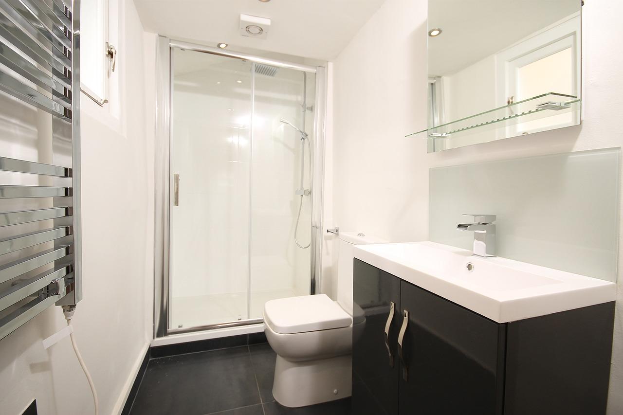 Pourquoi contacter un plombier pour installer une douche ?